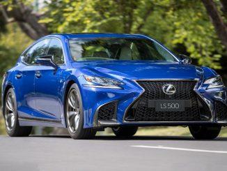 Lexus LS500 front