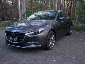 2018 Mazda3 SP25 Astina front