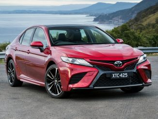 2018 Toyota Camry Hybrid front