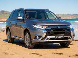2019 Mitsubishi Outlander PHEV Exceed front