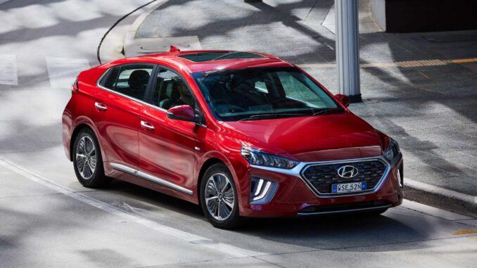 Hyundai Ioniq PHEV front qtr