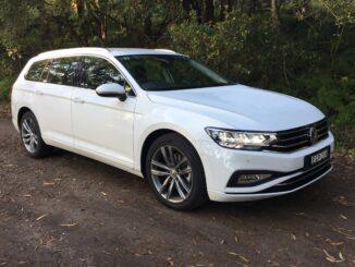 VW Passat 140 TSI Business front qtr