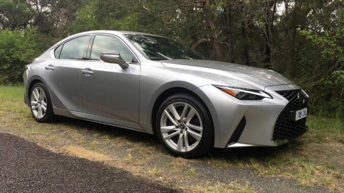 2021 Lexus IS 300 Luxury exterior front quarter